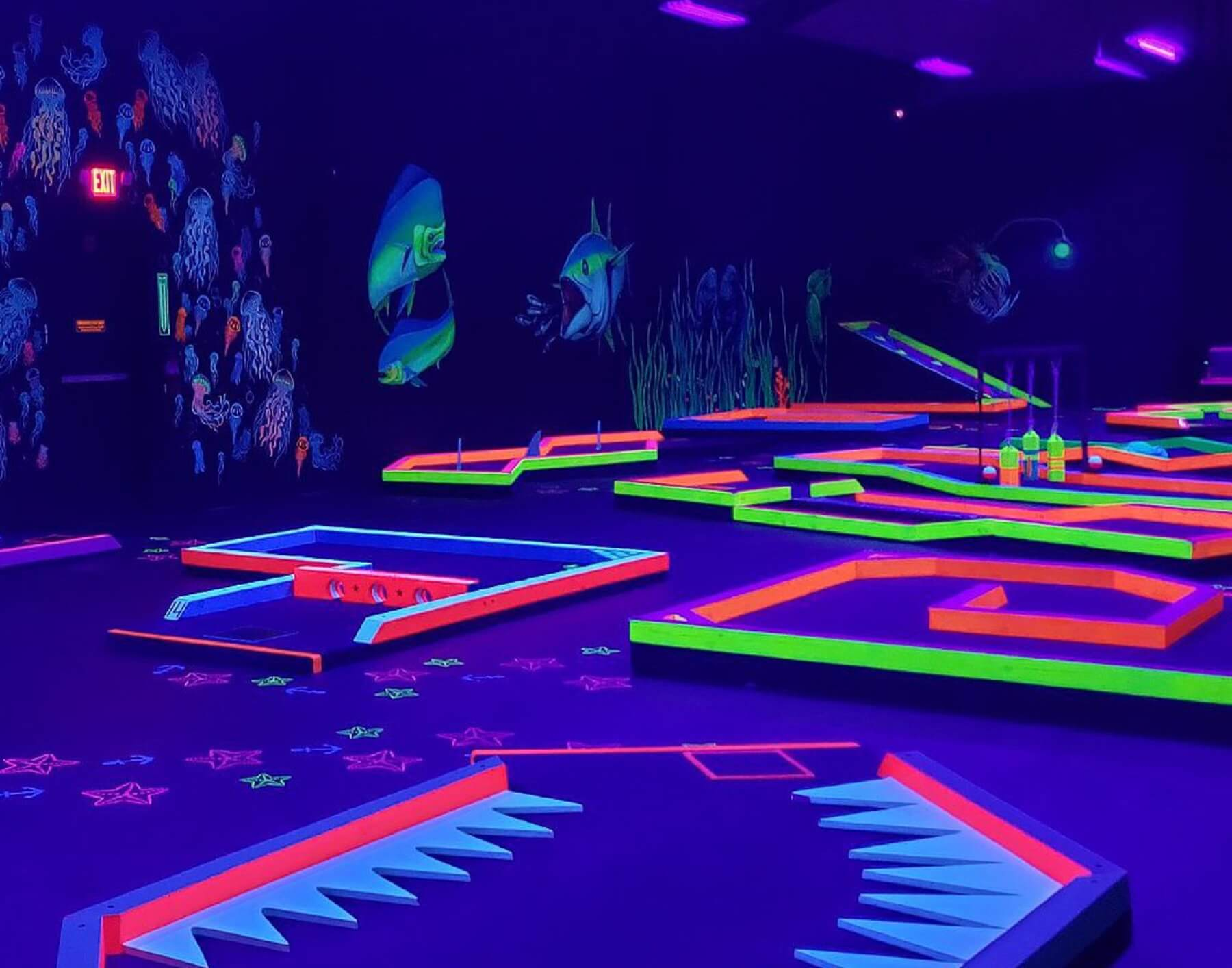 Glow in the dark indoor golf
