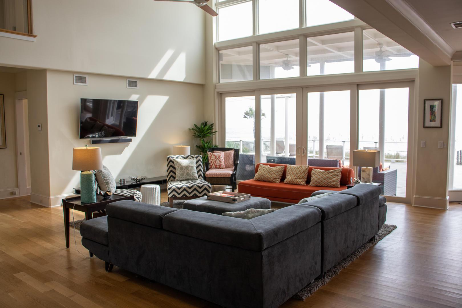 416 Tarpon Blvd living room
